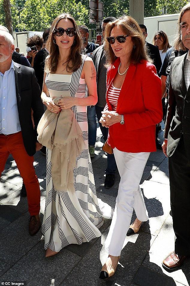 Angelina Jolie quá xinh đẹp quyến rũ trên đường phố Paris Ảnh 7