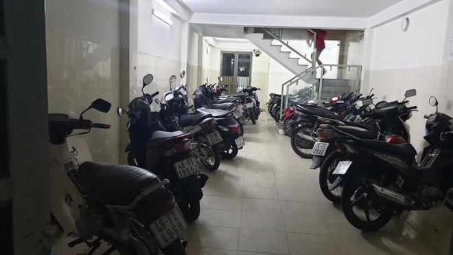 Một dãy nhà trọ của sinh viên ở Sài Gòn bị trộm 'ghé thăm' cuỗm 9 xe máy Ảnh 1