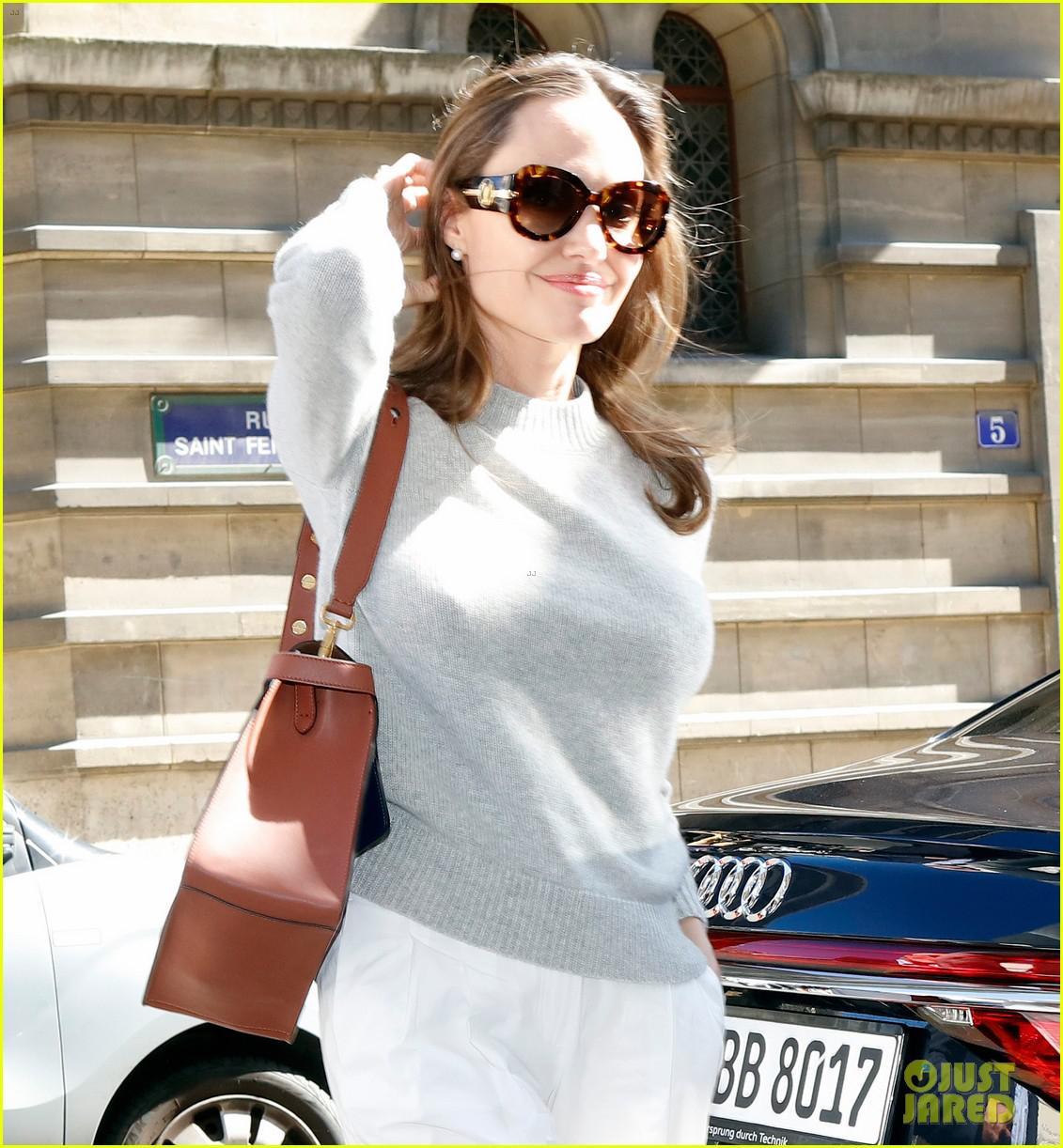 Angelina Jolie trang điểm xinh đẹp, cười rạng rỡ khi đi dạo ở Paris Ảnh 9