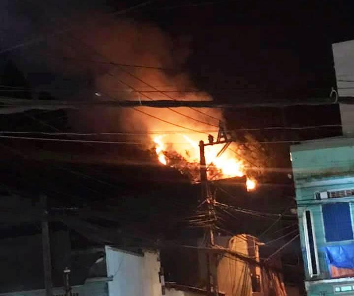 Cháy dữ dội trên núi Bà Hỏa, cả khu phố ở Quy Nhơn náo loạn Ảnh 4