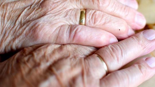 Chuyện tình đẹp lạ lùng: Sống chung 71 năm, mất cùng ngày Ảnh 1