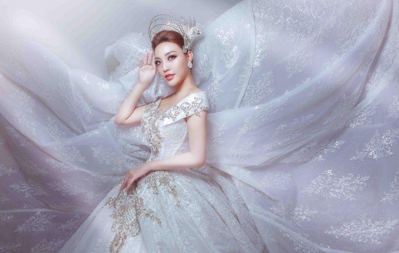 Lý San Nghi hóa cô dâu đa phong cách đầy cá tính Ảnh 5