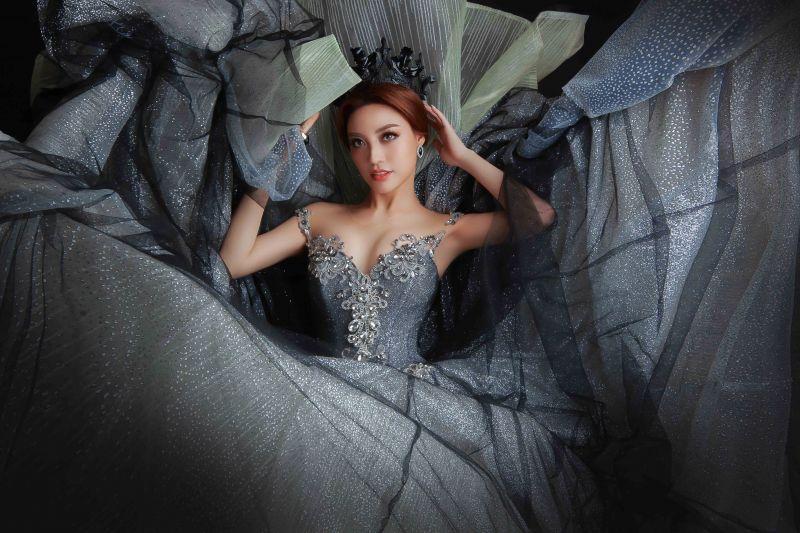 Lý San Nghi hóa cô dâu đa phong cách đầy cá tính Ảnh 2
