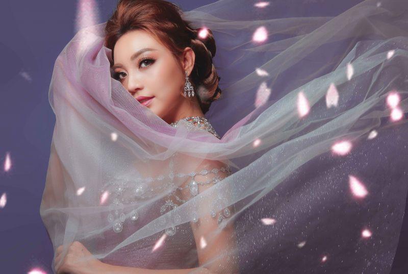 Lý San Nghi hóa cô dâu đa phong cách đầy cá tính Ảnh 7