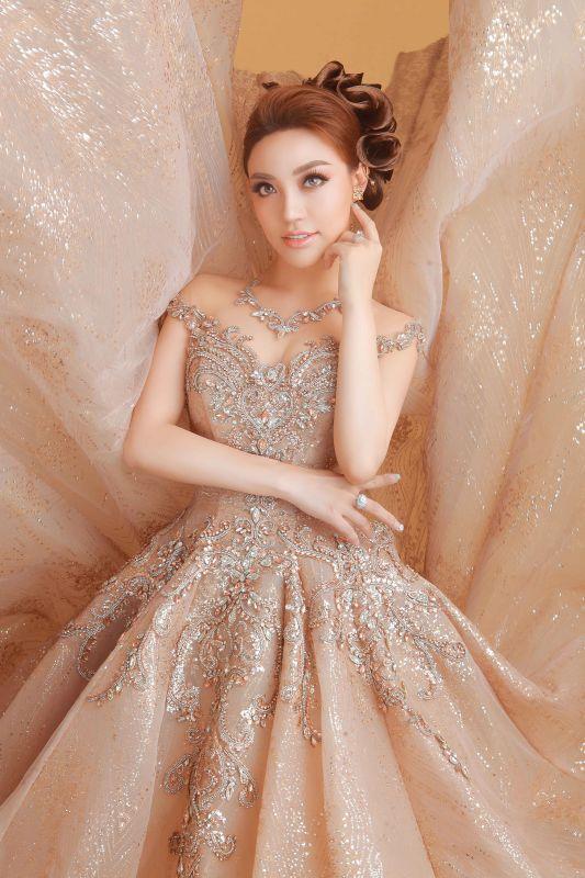 Lý San Nghi hóa cô dâu đa phong cách đầy cá tính Ảnh 1