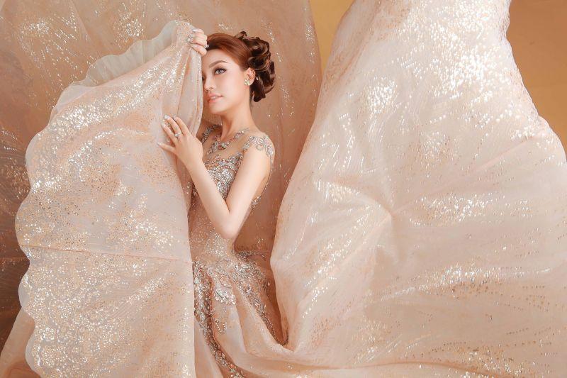 Lý San Nghi hóa cô dâu đa phong cách đầy cá tính Ảnh 6