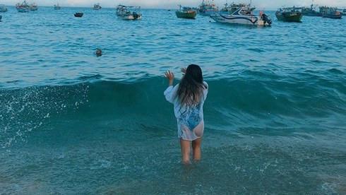 Diện bikini khoác áo choàng nhưng bạn gái Quang Hải lại bị ném đá vì 'điều này' Ảnh 3