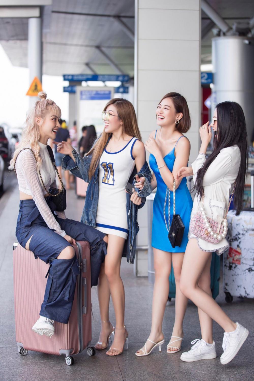 Băng Di, Trang Pháp, Thùy Anh cùng MLee hào hứng đi Singapore cổ vũ Tottenham Ảnh 1