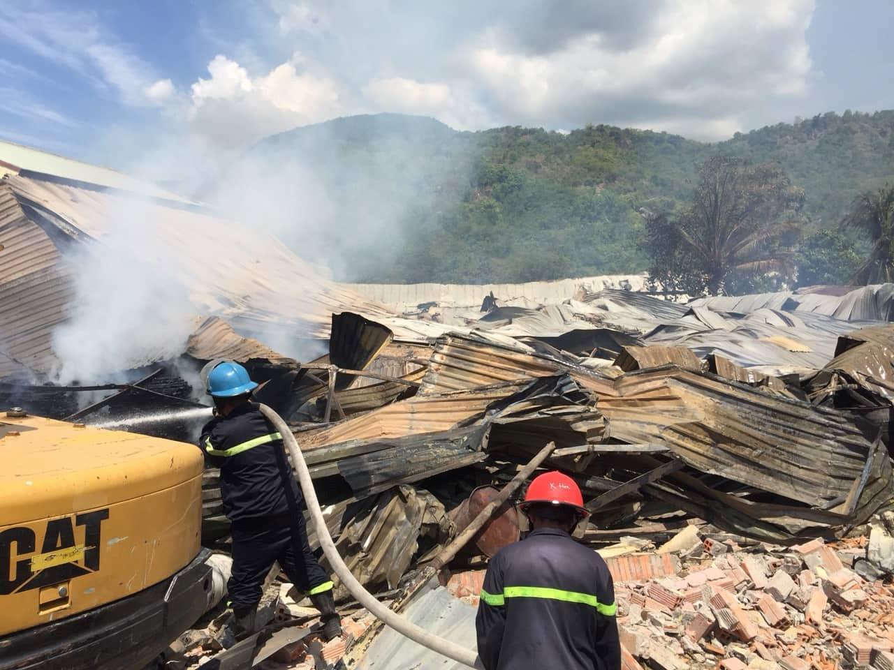 Hỏa hoạn ở xưởng chế biến gỗ, nhiều tài sản bị thiêu rụi Ảnh 2