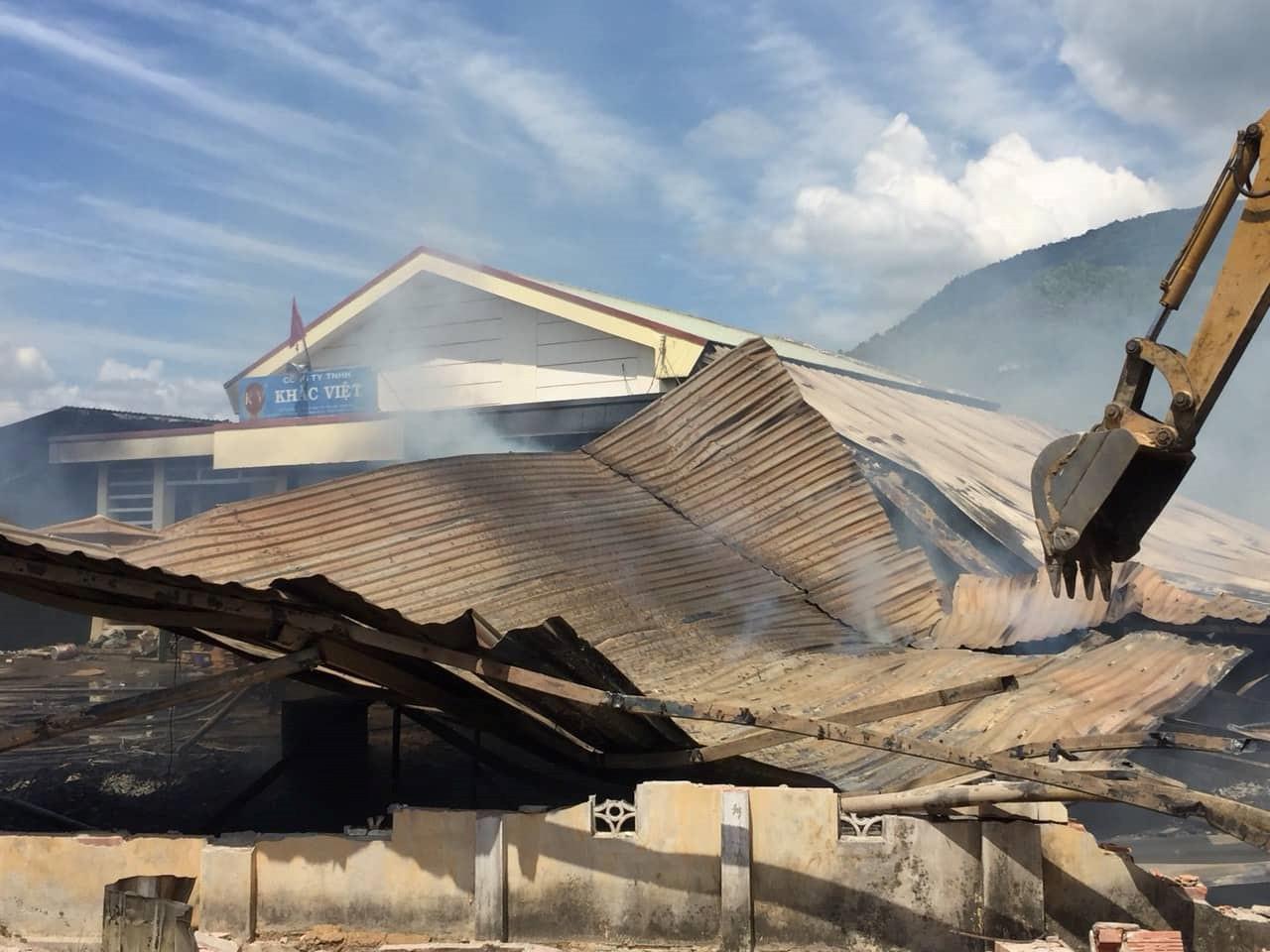 Hỏa hoạn ở xưởng chế biến gỗ, nhiều tài sản bị thiêu rụi Ảnh 1