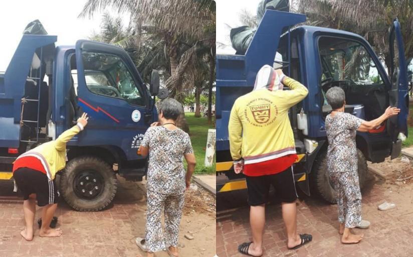 Người đàn ông đánh xe ben chở mẹ và con trai đi biển, đoạn trò chuyện của họ càng gây xúc động Ảnh 1