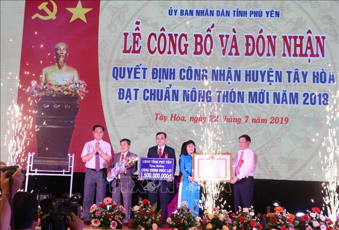 Công bố Quyết định huyện Tây Hòa, tỉnh Phú Yên đạt chuẩn nông thôn mới Ảnh 1