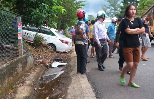 Taxi chạy tốc độ cao, lấn làn đường tông chết 2 cô cháu Ảnh 2