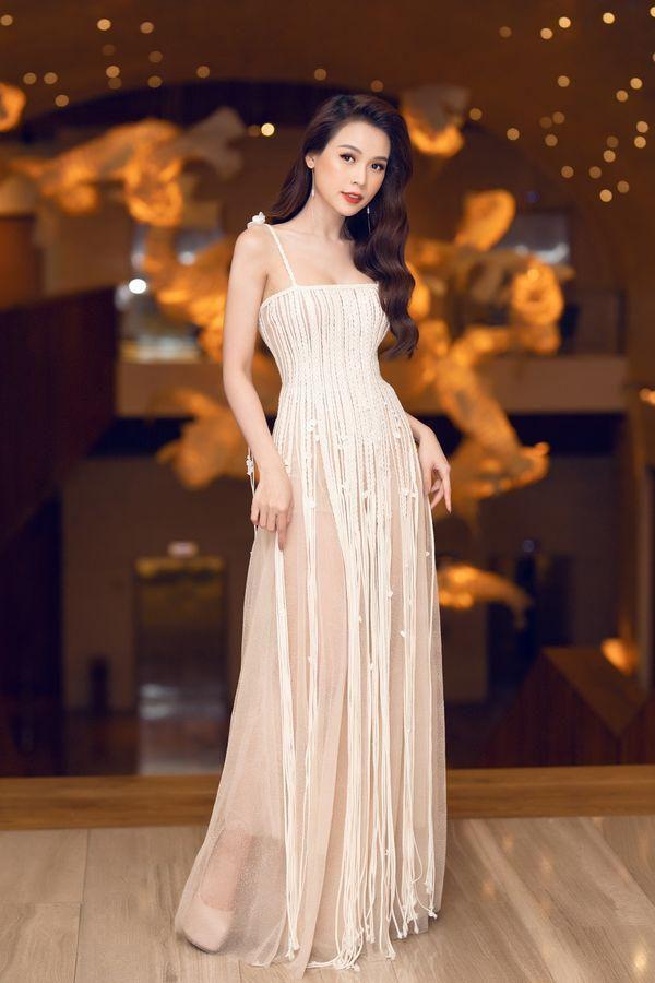 Ăn vận với hai thái cực khác nhau, Hương Giang - Sam chiếm sóng top sao đẹp tuần Ảnh 3