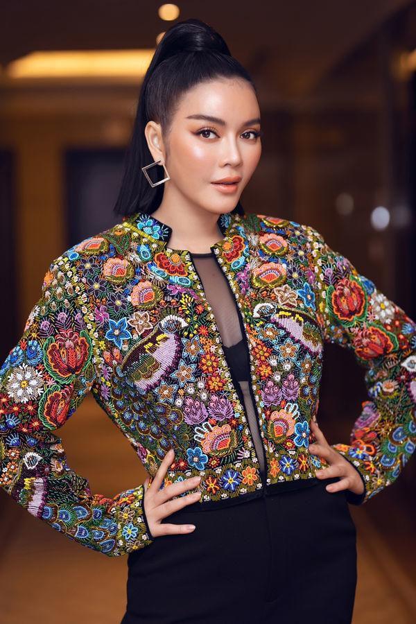 Ăn vận với hai thái cực khác nhau, Hương Giang - Sam chiếm sóng top sao đẹp tuần Ảnh 6