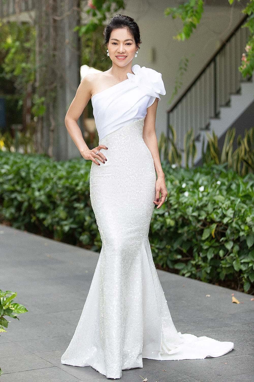 Hoa hậu Tiểu Vy - Mỹ Linh đội vương miện kiêu sa, khoe nhan sắc tựa 'nữ thần' Ảnh 8