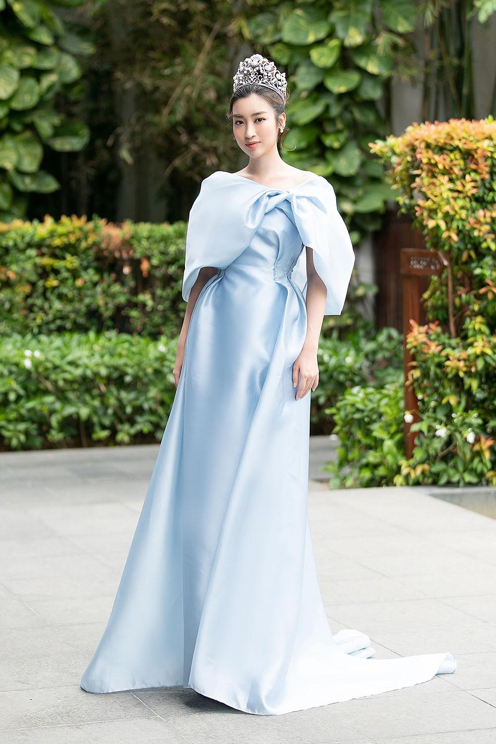 Hoa hậu Tiểu Vy - Mỹ Linh đội vương miện kiêu sa, khoe nhan sắc tựa 'nữ thần' Ảnh 1