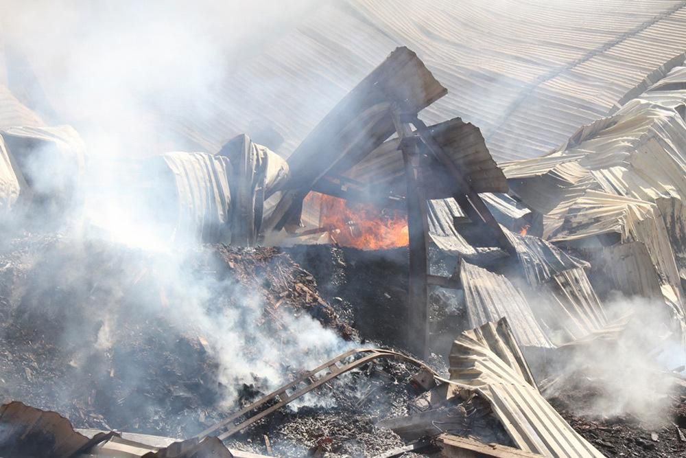 Cháy dữ dội cả dãy nhà xưởng toàn củi và gỗ dăm ở Quy Nhơn Ảnh 4