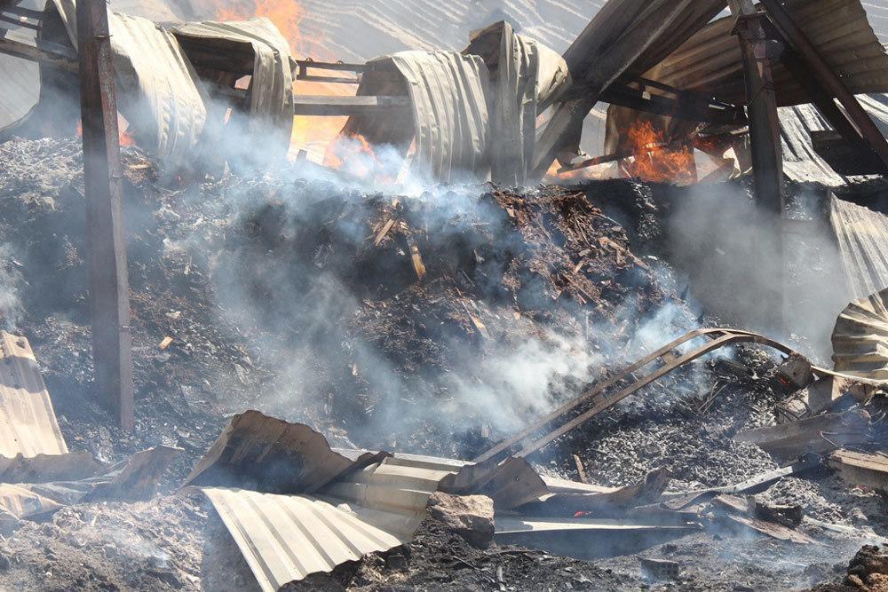 Cháy dữ dội cả dãy nhà xưởng toàn củi và gỗ dăm ở Quy Nhơn Ảnh 3