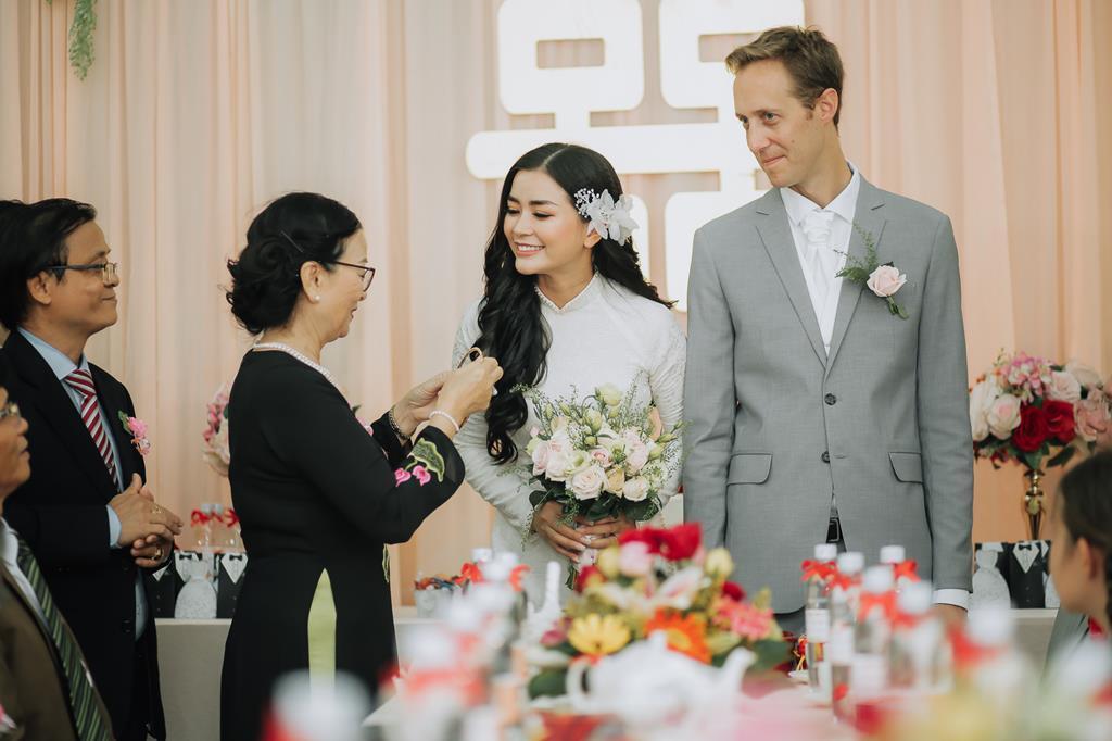 Nữ phi công cưới chồng Tây: 'Tôi có cuộc hôn nhân không bình thường' Ảnh 4