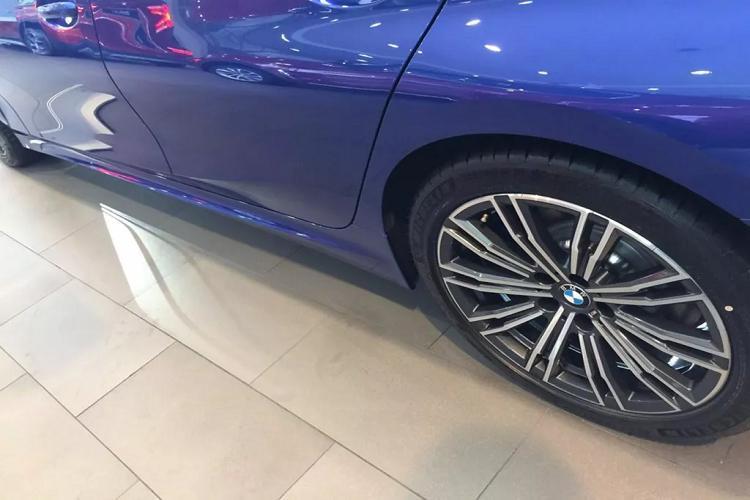 Cận cảnh BMW 330i M Sport giá 2,38 tỷ đồng tại Việt Nam Ảnh 7