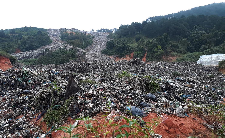 Núi rác khổng lồ đổ ập, vùi lấp nhiều diện tích vườn ở TP.Đà Lạt Ảnh 2