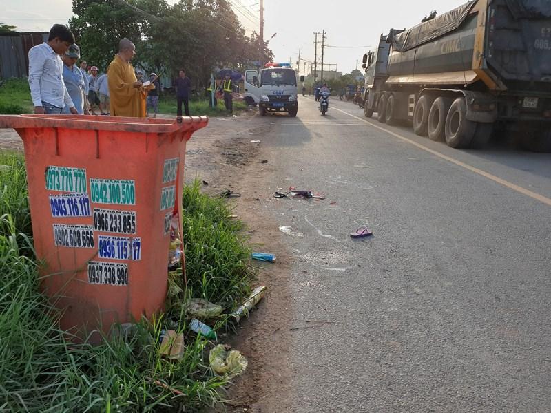 Bé gái ở Bình Dương chết thảm vì thùng rác bên đường Ảnh 2