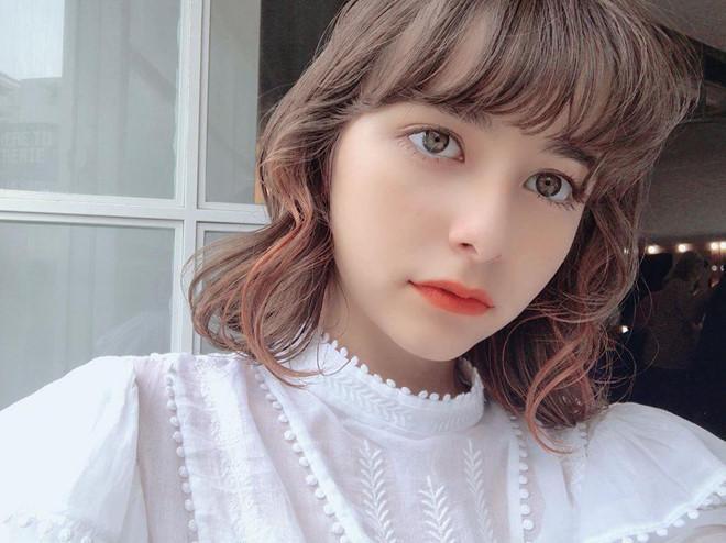 Hot girl 15 tuổi mang 5 dòng máu, quen mặt trên các tạp chí gợi cảm Ảnh 1