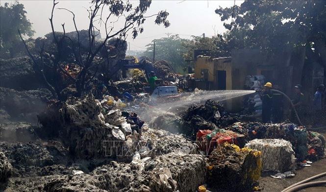 Cháy lớn tại xưởng sơ chế rác thải nhựa ở Thái Bình Ảnh 1