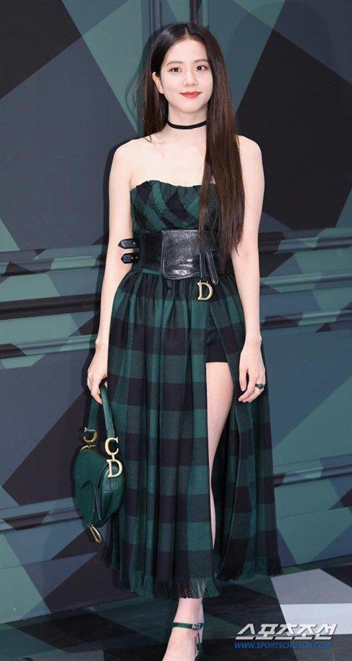 Nữ thần Jisoo Black Pink sang chảnh xinh như hoa với set đồ khoe chân dài thẳng tắp Ảnh 7