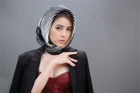 Á hậu Thủy Tiên xinh đẹp trong trang phục thời trang Châu Á Ảnh 3