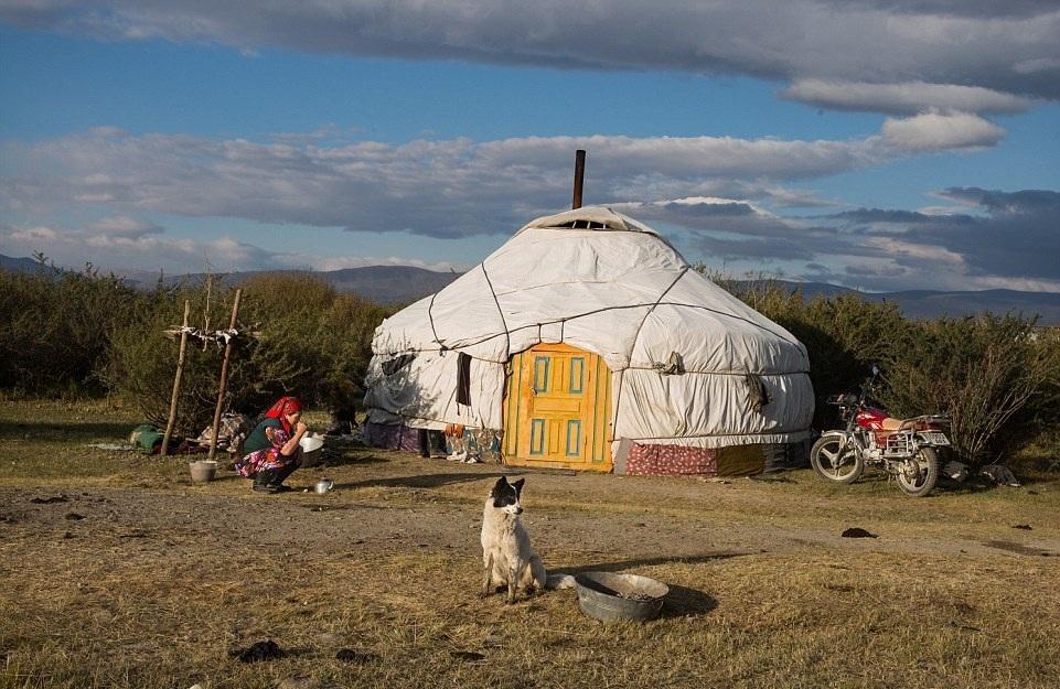 Cuộc sống của những người thợ săn bằng đại bàng ở miền Tây Mông Cổ (Phần I) Ảnh 16