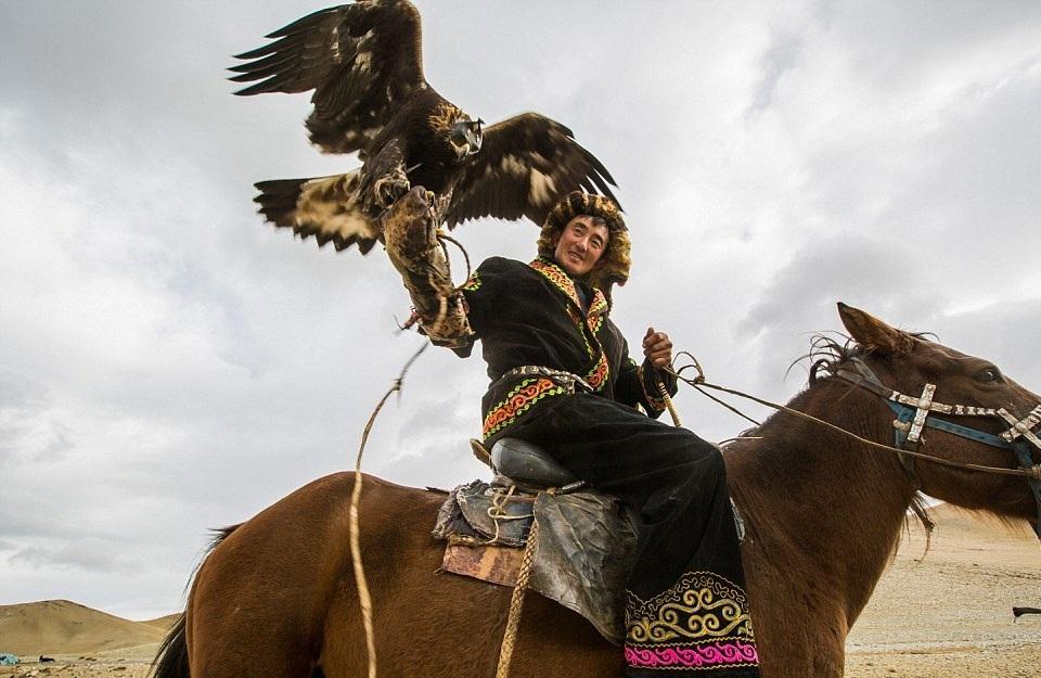 Cuộc sống của những người thợ săn bằng đại bàng ở miền Tây Mông Cổ (Phần I) Ảnh 4