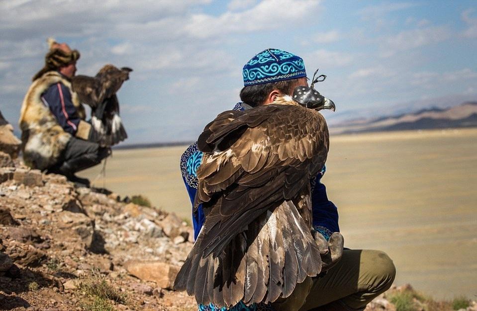 Cuộc sống của những người thợ săn bằng đại bàng ở miền Tây Mông Cổ (Phần I) Ảnh 15