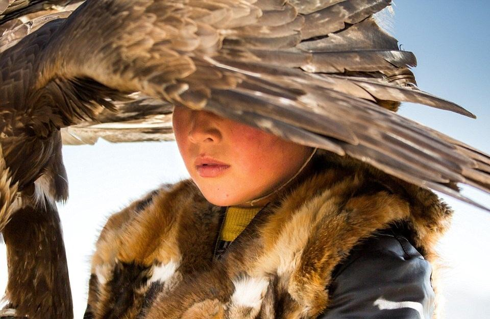 Cuộc sống của những người thợ săn bằng đại bàng ở miền Tây Mông Cổ (Phần I) Ảnh 11