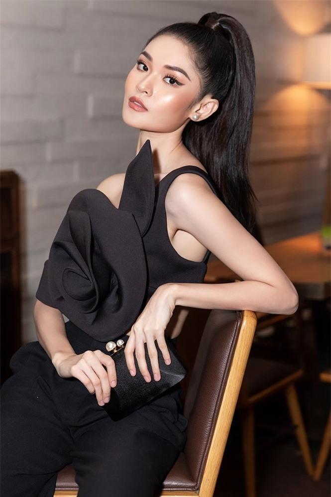 Á hậu Thùy Dung 'lột xác' với phong cách táo bạo Ảnh 6