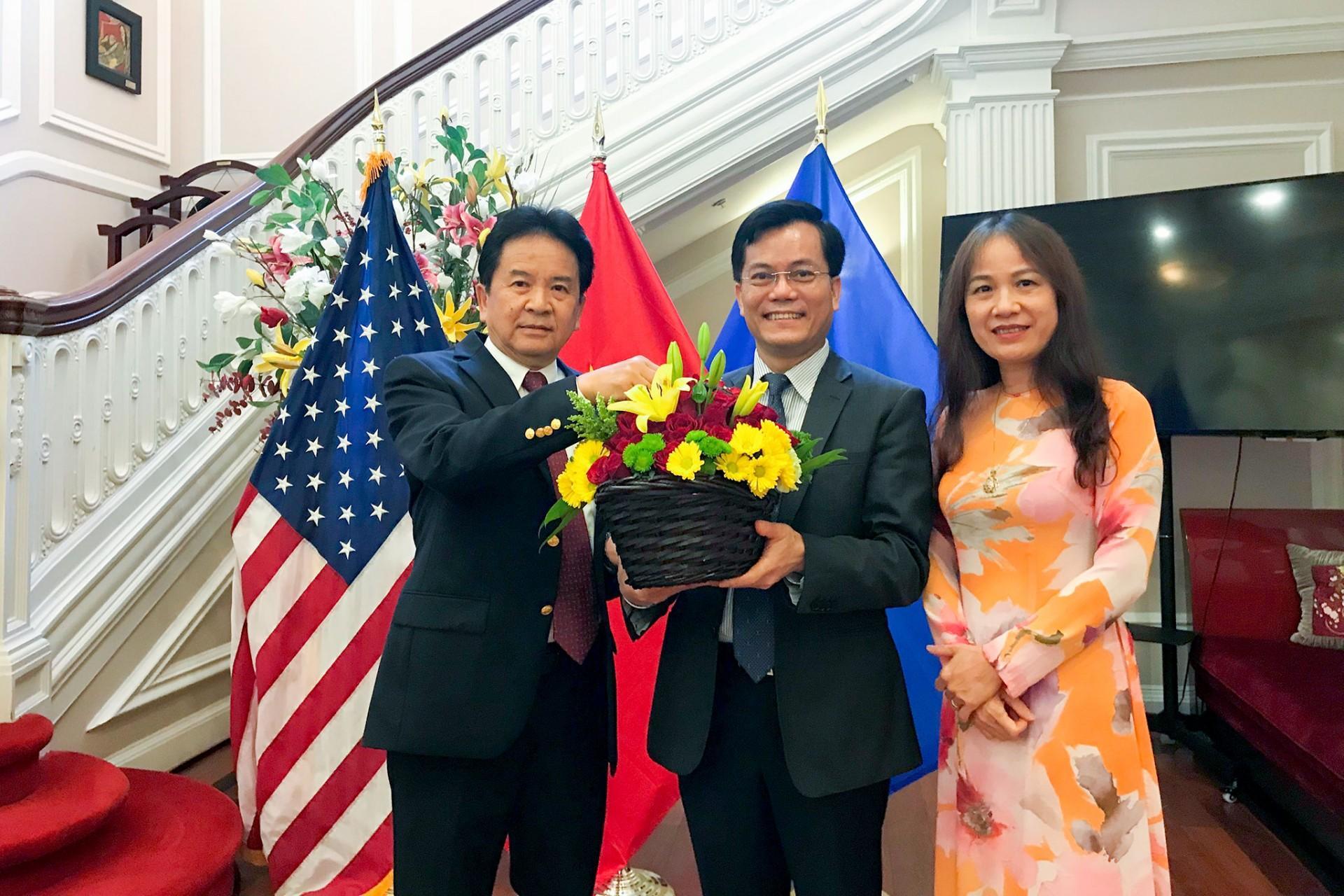 Đại sứ quán Lào tại Hoa Kỳ chúc mừng Quốc khánh Việt Nam Ảnh 1