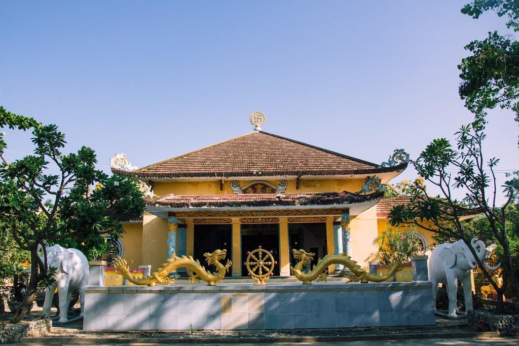 Ngôi chùa vỏ ốc ở Cam Ranh đẹp khác lạ trên báo nước ngoài Ảnh 1