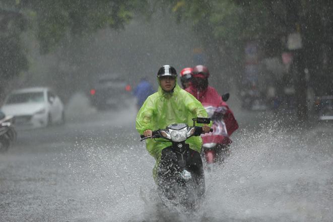 Đêm 7 và ngày 8/9, vùng núi Bắc Bộ có mưa to đến rất to, đề phòng lốc, sét và gió giật mạnh Ảnh 1