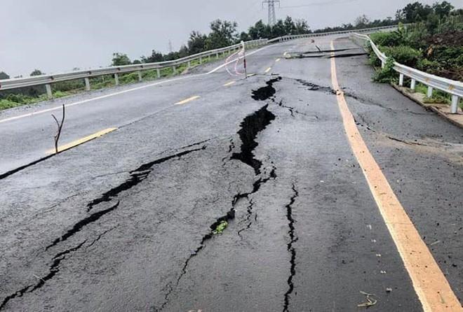 Cận cảnh con đường 250 tỷ vừa hoàn thành đã nứt như động đất sau vài trận mưa Ảnh 2