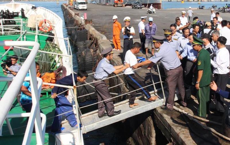 41 ngư dân trôi dạt trên biển gần 40 tiếng đồng hồ Ảnh 2