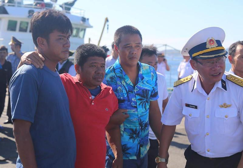 41 ngư dân trôi dạt trên biển gần 40 tiếng đồng hồ Ảnh 4