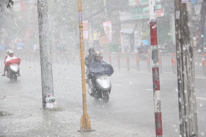 TP HCM mưa, dông lớn Ảnh 2