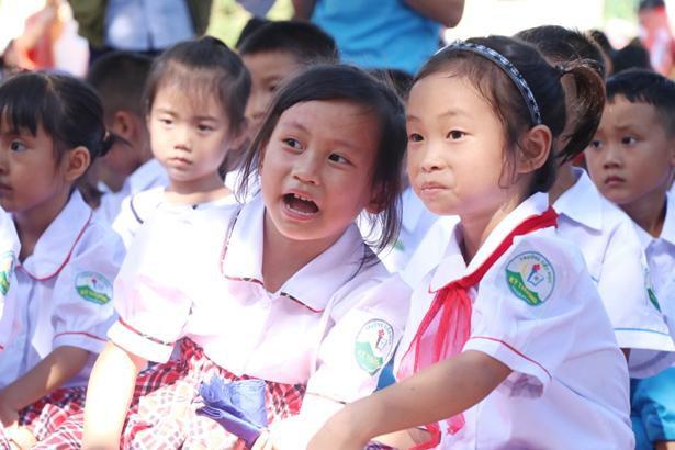 Các em nhỏ 4 xã miền núi Kỳ Anh vui trung thu nâng bước tới trường Ảnh 4