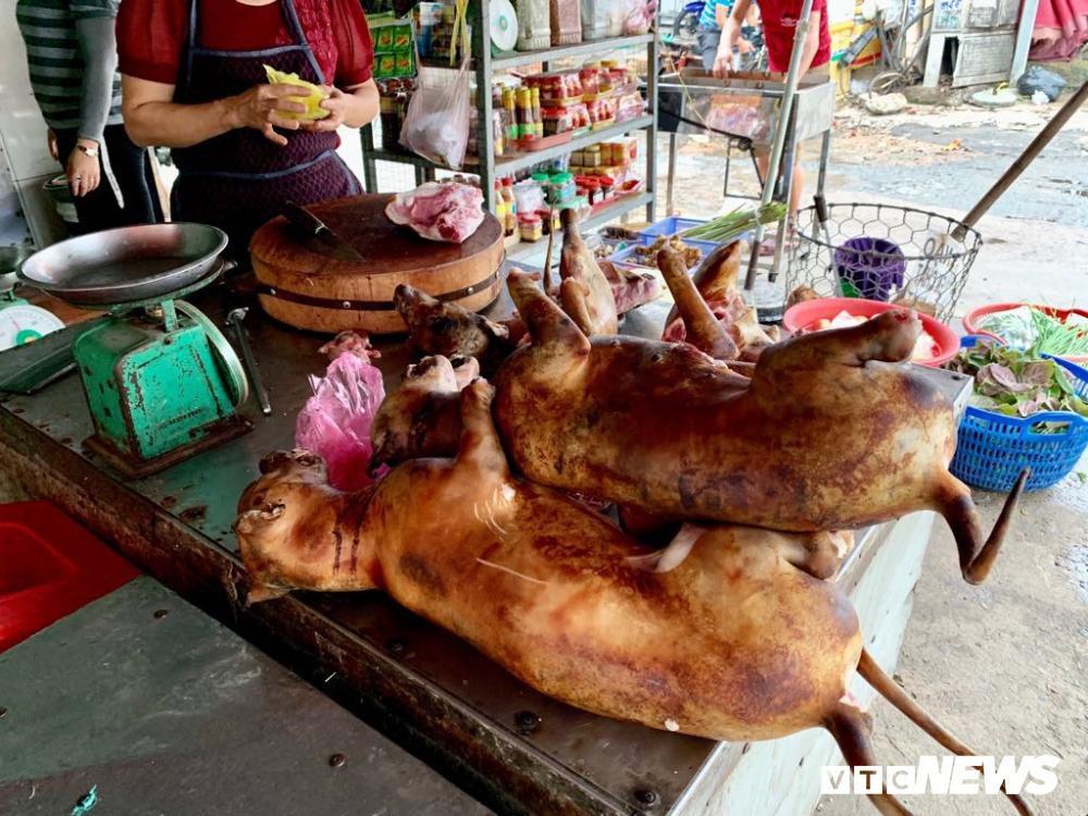 Chính quyền kêu gọi từ bỏ thói quen ăn thịt chó, chợ chó nổi tiếng TP.HCM vẫn 'hút' khách Ảnh 7