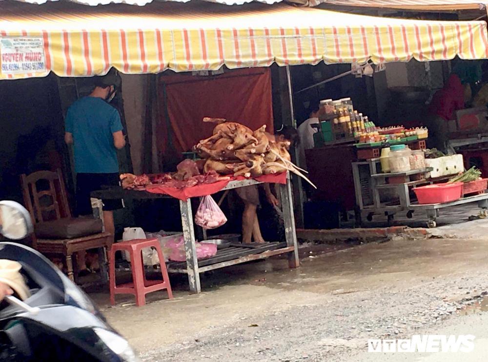Chính quyền kêu gọi từ bỏ thói quen ăn thịt chó, chợ chó nổi tiếng TP.HCM vẫn 'hút' khách Ảnh 2