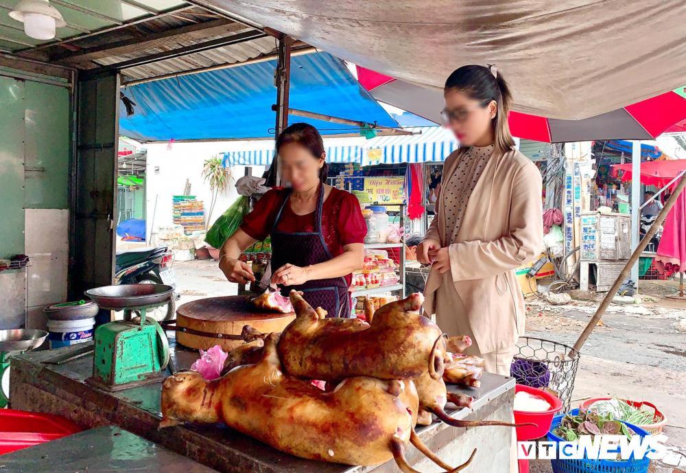 Chính quyền kêu gọi từ bỏ thói quen ăn thịt chó, chợ chó nổi tiếng TP.HCM vẫn 'hút' khách Ảnh 5