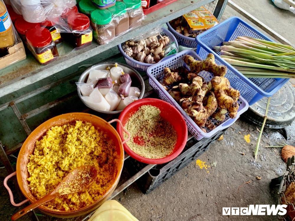 Chính quyền kêu gọi từ bỏ thói quen ăn thịt chó, chợ chó nổi tiếng TP.HCM vẫn 'hút' khách Ảnh 11