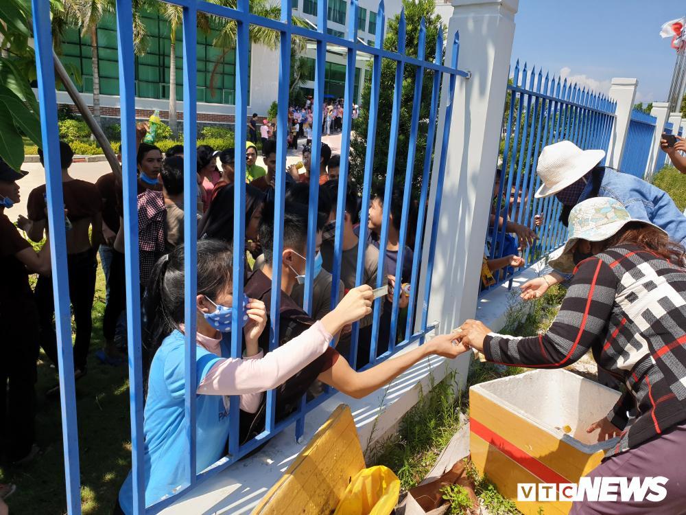 Tố cơm trưa có giòi, hàng nghìn công nhân ở Quảng Nam đình công Ảnh 2