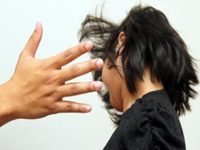 Dạy con học, mẹ tức giận đánh vào đầu khiến con trai tử vong Ảnh 1